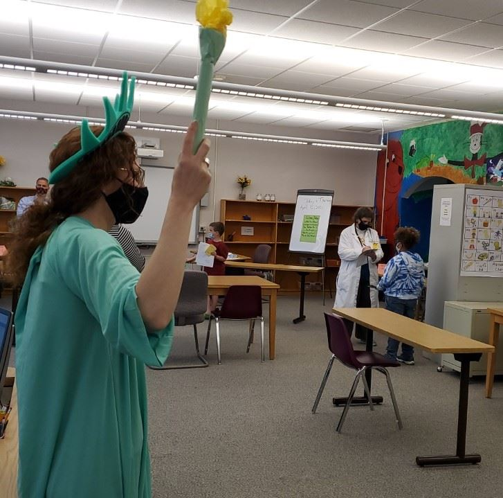 teacher dressed as statue of liberty